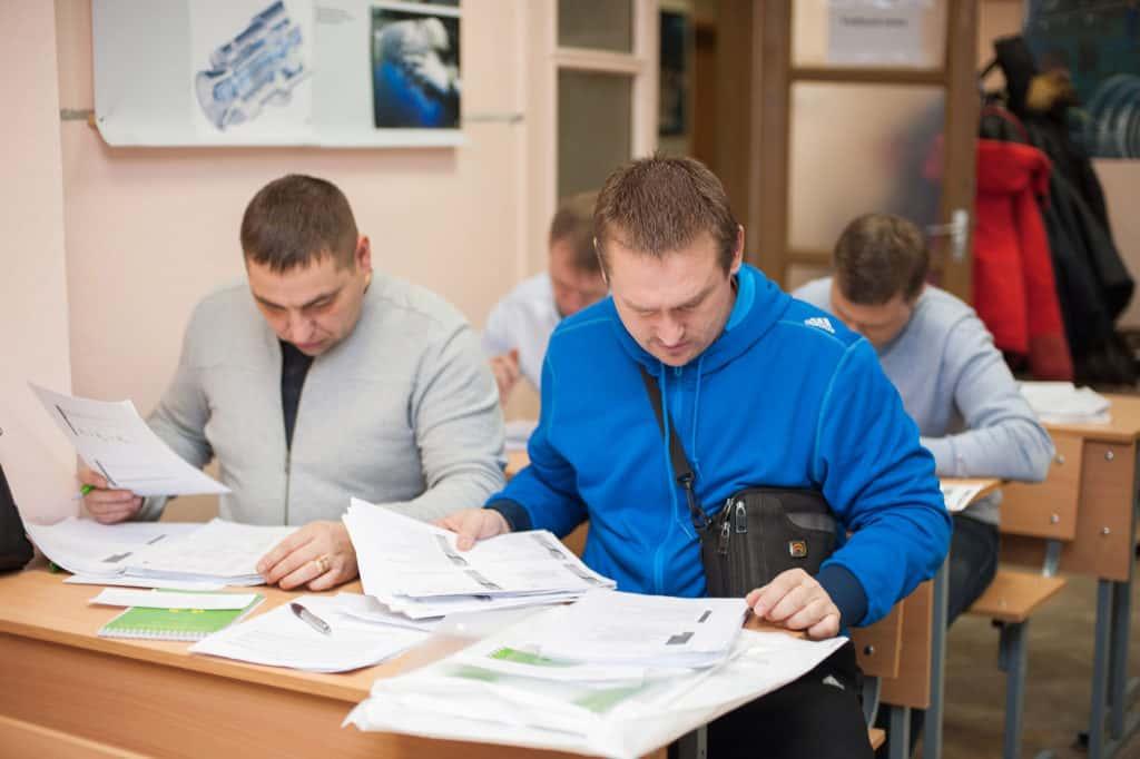 Выходной экзамен у группы слушателей