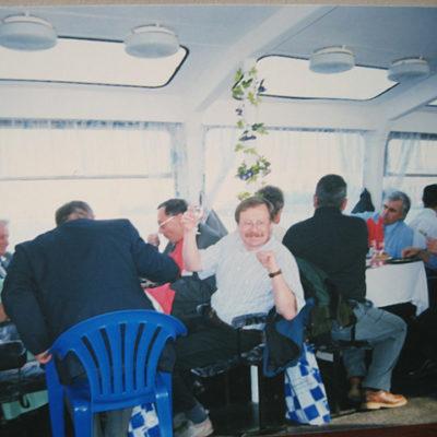 Симпозиум 1999: Торжественный ужин для участников симпозиума на теплоходе по Неве. В белой рубашке Владислав Крыллович, д.т.н. профессор Лодизинского технического университета