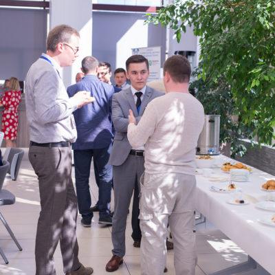 Симпозиум 2018: обсуждение участниками симпозиума рабочих вопросов на кофе-брейке