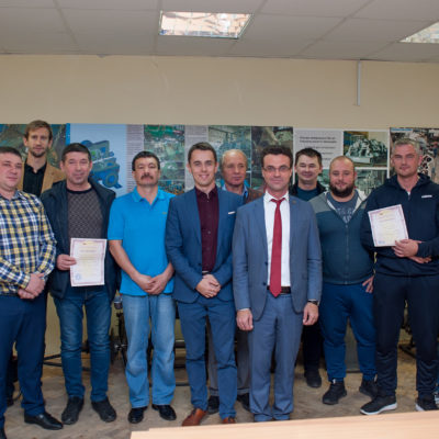 Группа слушателей курсов повышения квалификации центра от ООО «НОВАТЭК-ТАРКОСАЛЕНЕФТЕГАЗ» со специалистами центра