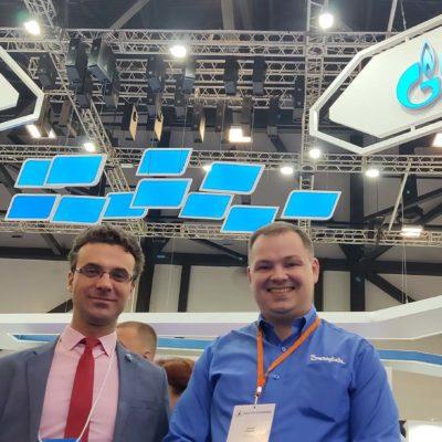 Научный руководитель центра Ю.В, Кожухов со своим бывшим студентом, настоящее время специалистом технического инжиниринга компании Swagelok Д.В. Хуторовым на Петербургском газовом форуме.